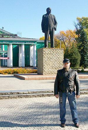 Доброполье, памятник Ленину