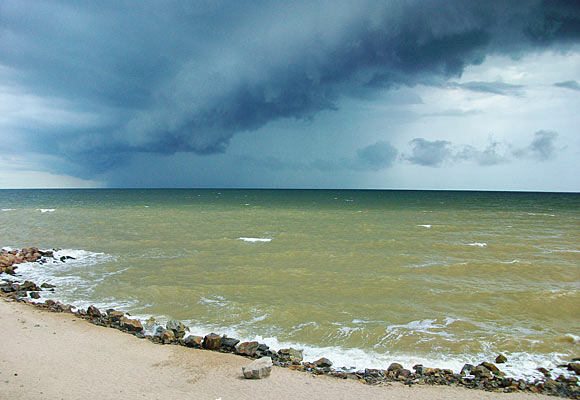 море в Новопетровке - погода угрюмая, но очень красиво