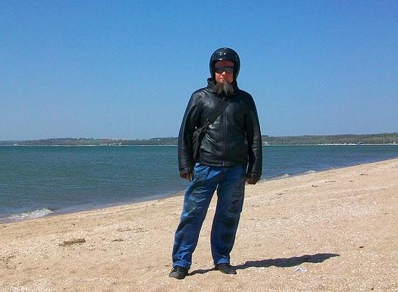 съездил в Ялту - я на пляже